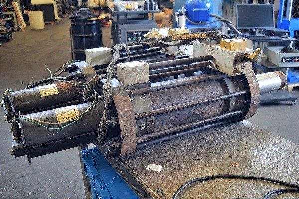22 KIP (100kN) Instron AW3483-2 Hydraulic Actuator
